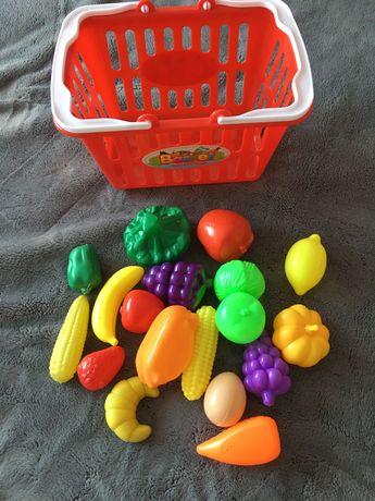 Набор игрушечных фруктов и овощей с корзинкой