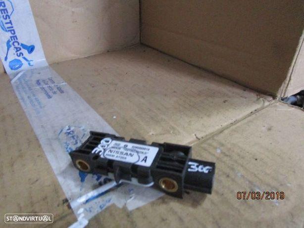 Sensor airbag 0285003019 102490 YAAY062536236Z 98830AY00A NISSAN / NOTE / 2006 /