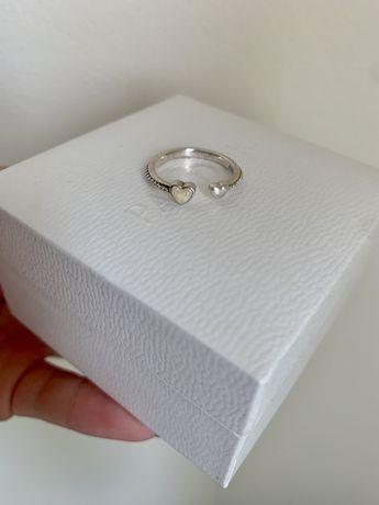 Pandora otwarty pierścionek dwa serca wysadzany koralikami srebrny