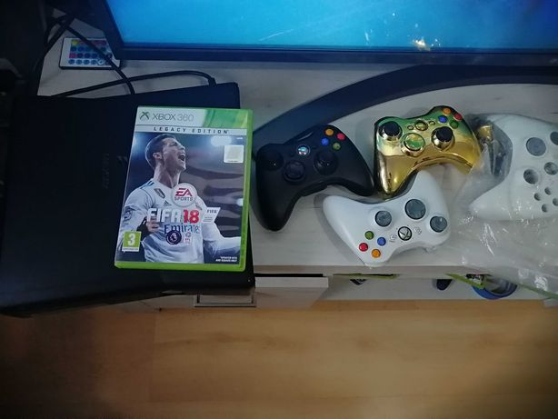 Xbox 360 S wraz z 3 padami i fifą 18