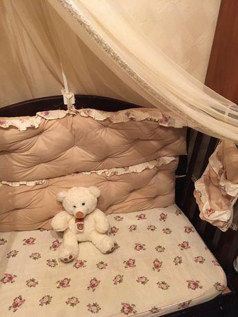 Продам защиту в кроватку, балдахин держатель для балдахина,