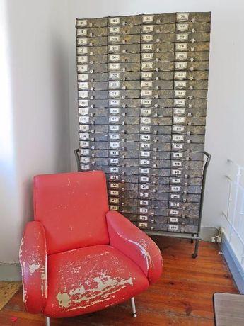 Móvel armário de escritório antigo vintage gavetas