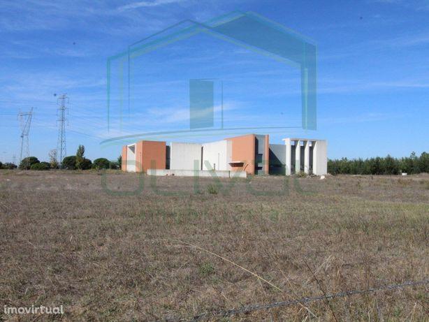 Terreno com 25.300 m2 com edifício implantado destinado a...