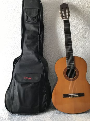 Guitarra YAMAHA C40 + saco STAGG