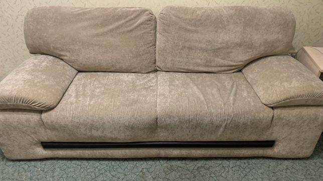 Комфортный диван Еврокнижка