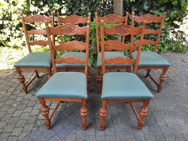 Krzesła drewniane,stylowe krzesła, tapicerka w dobrym stanie