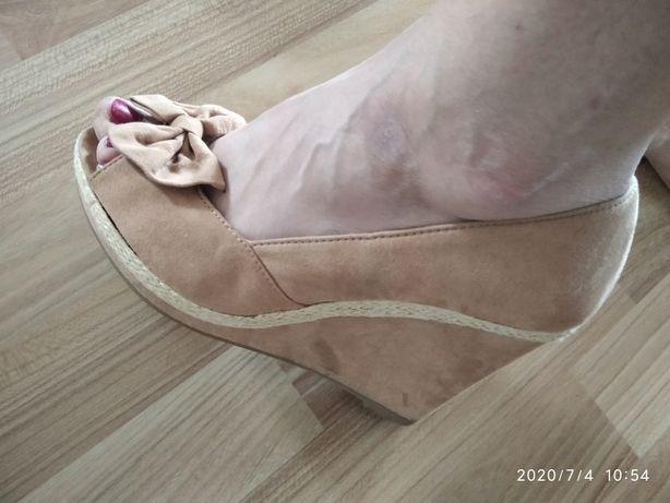 Sprzedam buty na koturnie
