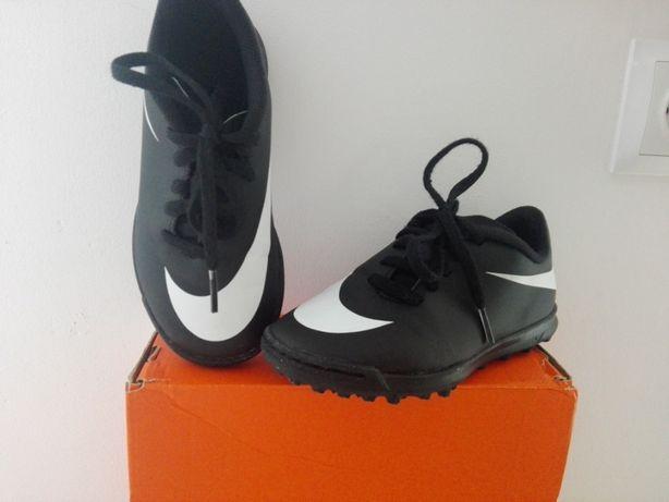 Szutrówki Chłopięce Nike Bravata 28,5, piłka nożna