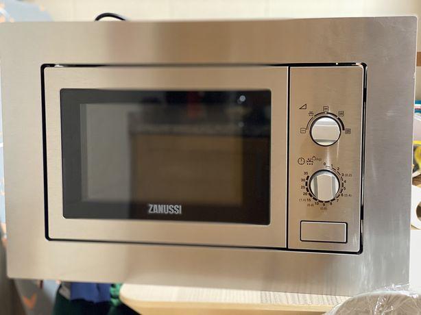Microondas de Encastrar - Zanussi - 700W - com pouco uso