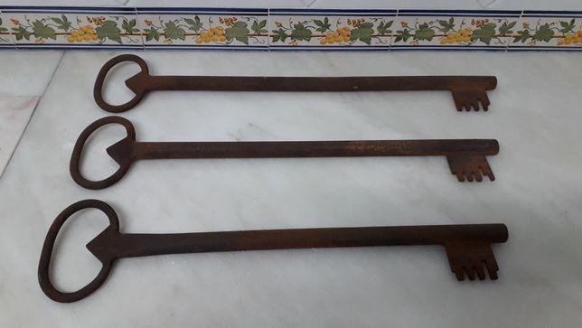 Conjunto 3 chaves ferro antigas (50, 55, 60 cm compr.)