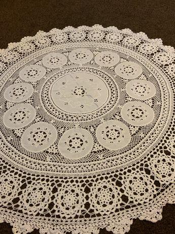 Obrus okrągły haftowany szydelkowy rękodzieło do kolekcji