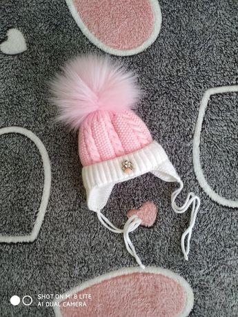Зимняя шапочка для новорожденной