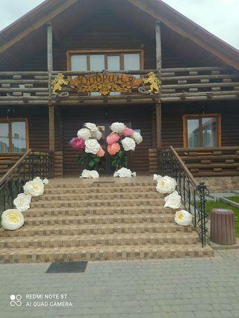 Квіти для декору свята, фотозона, арка з квітами