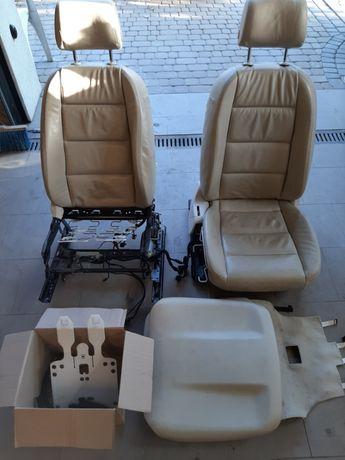 Audi A6 C6 przednie fotele beżowe elektyczne na części
