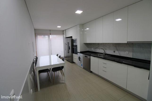 Moradia M3 c/ lugar de garagem como nova no centro de Vila do Conde