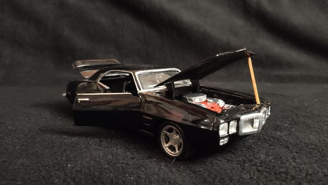 Модель Pontiac Firebird 1969 1.24 Maisto Black Stock