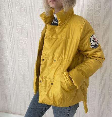 Продам весеннюю куртку Moncler