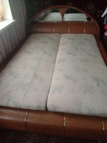Кровать 2000грн.