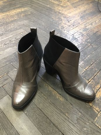 Ботинки, ботильйоны Other Stories