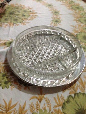 Taça em vidro com prato em inox, para aperitivos