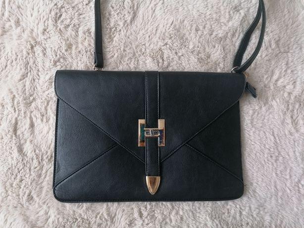 Czarna torebka, listonoszka