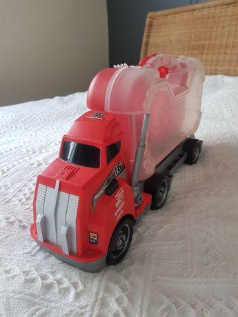 Ciężarówka rozkręcana z narzędziami w walizce