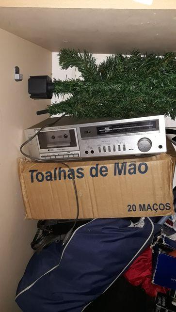 Rádio e cassetes antigo