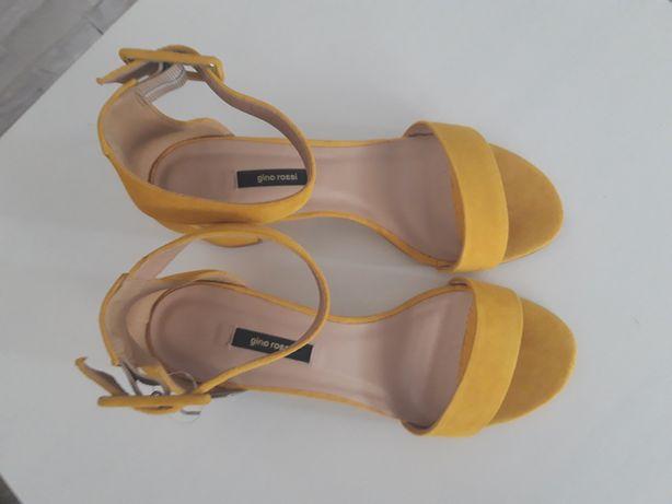 Gino Rossi żółte sandałki na obcasie w rozmiarze 39