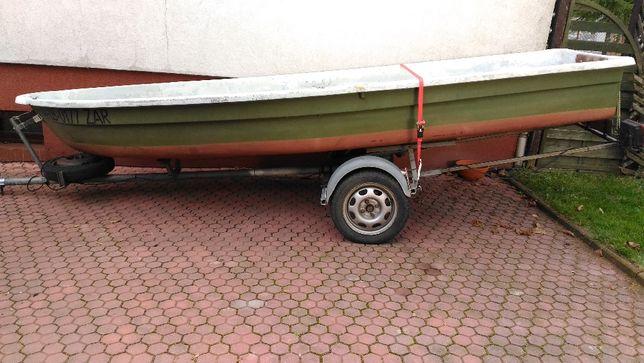Wędkarska łódka silnik spalinowy elektryczny echosonda przyczepa