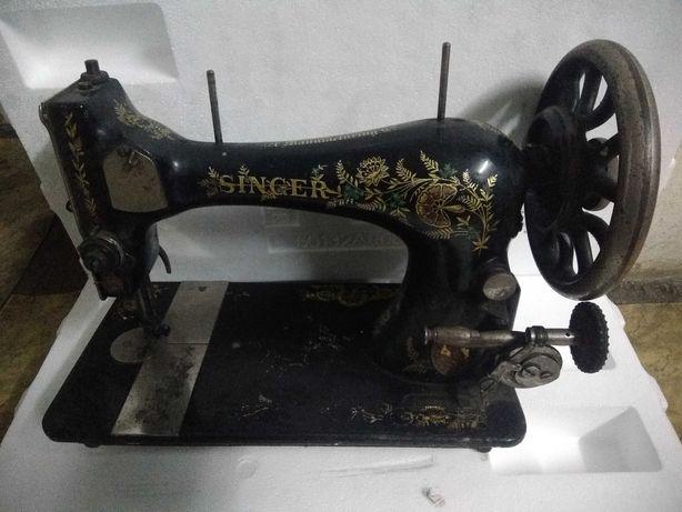 Sprzedam starą maszynę do szycia firmy Singer
