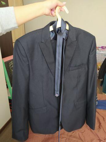 Продам костюм чоловічий 48розмір