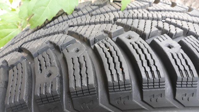 Зимние шины 235×60 R16