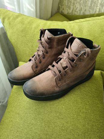 Женские весенние кожаные ботинки Geox