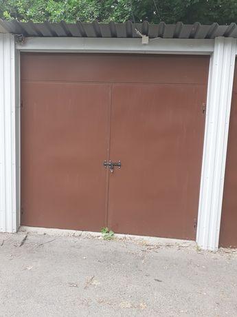 Dzwi garażowe solidna rama bramy
