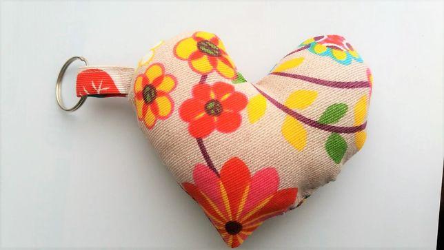 Porta Chaves Coração em Tecido florido_ Artesanato
