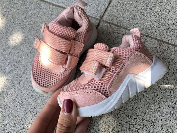Кроссовки на девочку 21 размер