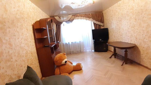 Продам квартиру возле метро Минская ул.Тимошенко 19