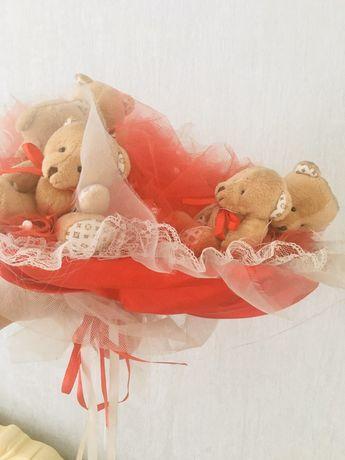 Подарочный букет с мишками
