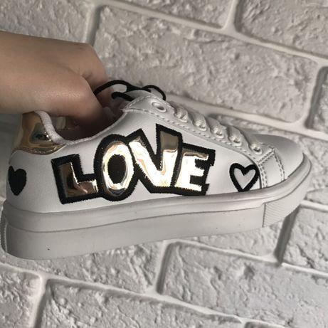 Классные кроссовки бренда DeFacto Турция