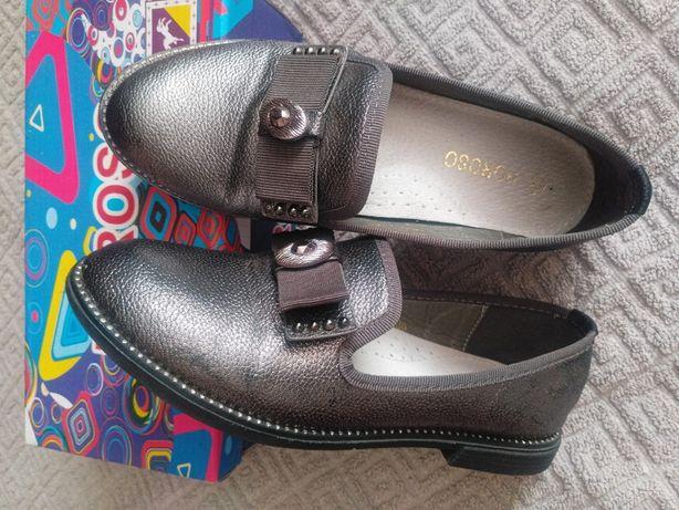 туфли для девочки 36 размер.