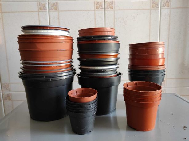 79 Vasos de plástico usados em bom estado
