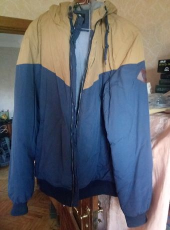 продам осеннюю курточку сине-желтую , теплую и в хорошем состоянии