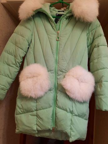 Куртка красивого мятного цвета с натуральным мехом