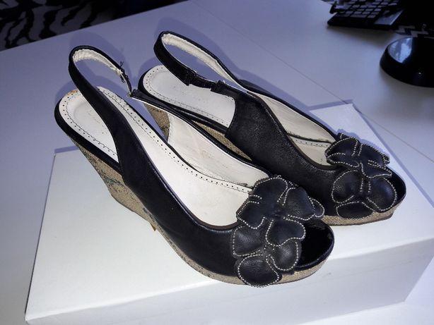 Eleganckie czarne buty na koturnie, rozm 38