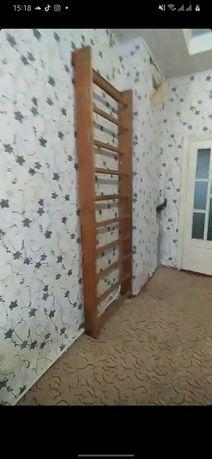 Шведская стенка деревянная. Лестница на стену