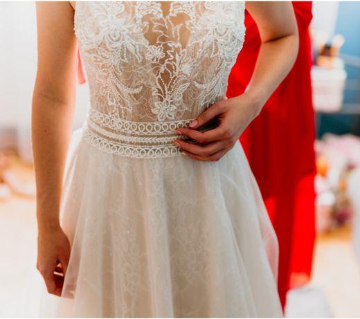 Suknia ślubna - zwiewna, delikatna, koronkowa