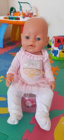 Продам куклу кушает и писяет