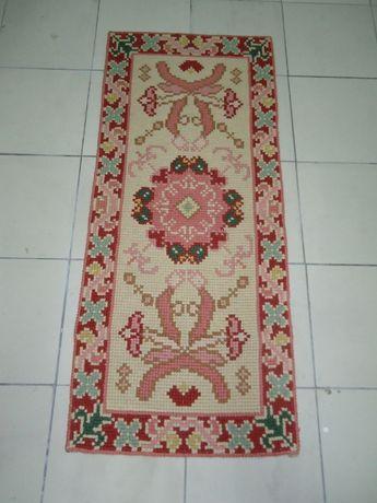 Tapetes de Arraiolos em Lã (conjunto quarto), feitos à mão..