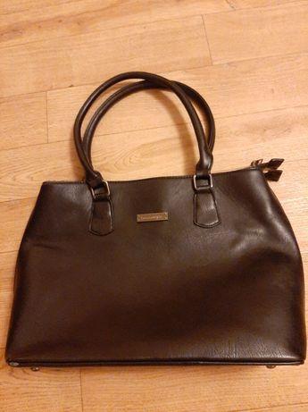 Женская черная вместительная сумка