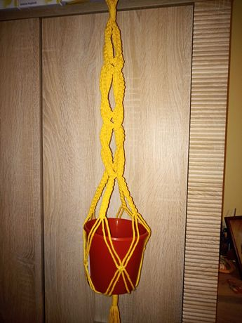 Kwietnik ze sznurka makrama